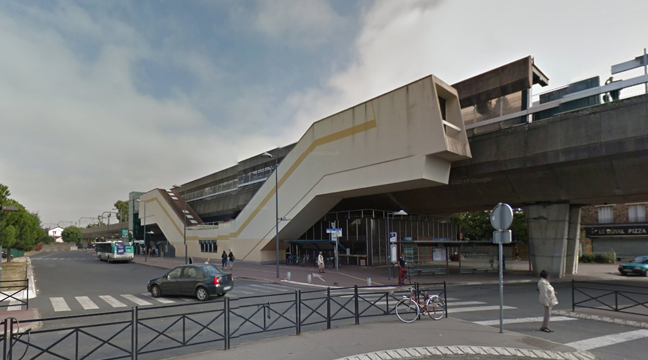 Neuilly-Plaisance RER station (Neuilly Plaisance, France)