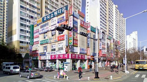 Shops (Busan, South Korea)