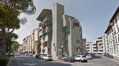 Edificio per appartamenti (Florence, Italy)