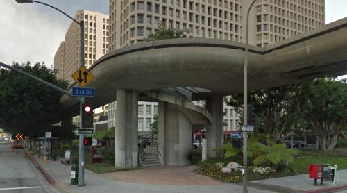 Bunker Hill Towers pedestrian footbridge (Los Angeles, United States)